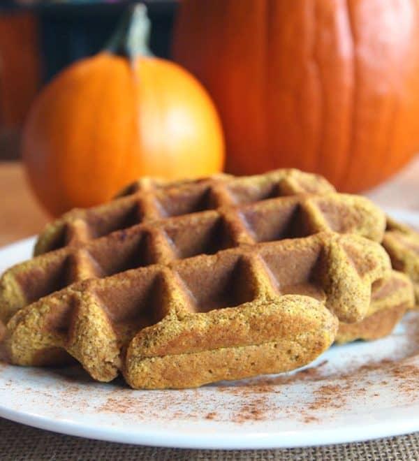Paleo Pumpkin Spice Waffles {Coconut Flour Pumpkin Waffles}