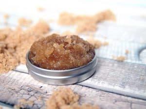 brown sugar lip scrub with coconut oil